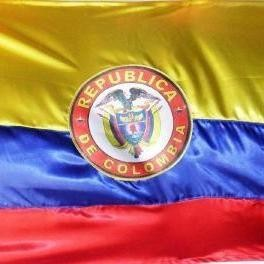 BANDERA COLOMBIA CON ESCUDO ANCHO 150cm